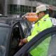 Brigada rutiera a politiei Dambovita a impartit martisoarea doamnelor si domnisoarelor soferite